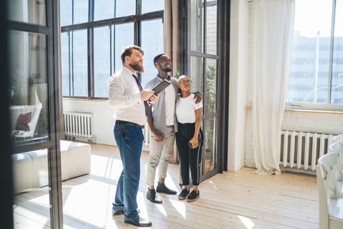 walkthrough-real-estate-agent-black-couple